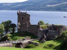 Castillo de Urquhart en el Lago Ness en las Highlands Tierras Altas - Escocia