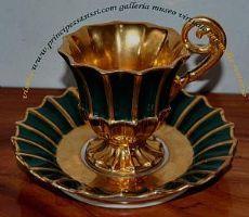 Taza y platillo refinado de la colección de la época Biedermeier.Acerca de 1830