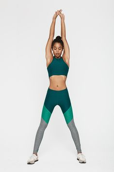 Part of our Warmup Legging team, the Springs add an upward chevron aesthetic to our classic full length architecture. Built for a body on the move, the OV Textured Compression fabric works to hide imp