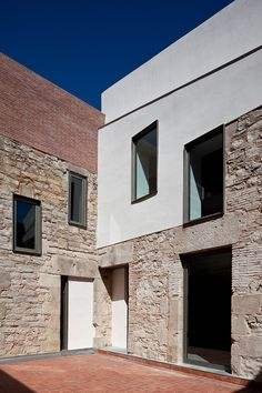 Stone Exterior Houses, Old Stone Houses, Minimalist Architecture, Architecture Design, Facade Design, House Design, Conservation Architecture, Casa Loft, Facade House