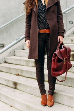 cool coat, skinny jeans and tan brown shoes with killer bag.