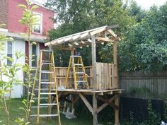 Building a shed from recycled wooden pallets
