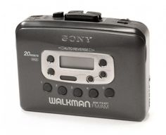 Being the only kid in class who had a cassette Walkman playe.- Being the only kid in class who had a cassette Walkman player instead of a CD one. Being the only kid in class who had a cassette Walkman player instead of a CD one. 90s Childhood, My Childhood Memories, Sweet Memories, Childhood Games, Childhood Friends, Cindy Crawford 90s, 90s Nostalgia, 90s Kids, Old Toys