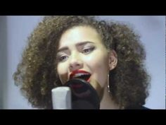 """Liverpool based singer/songwriter Taylor Fowlis performs a live acoustic version of her track with """"Heartlight"""", currently being heavily supported by djs. Uk Music, Acoustic, Singer, Singers"""