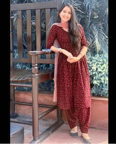Embroidery Designs, Embroidery Suits Design, Simple Kurta Designs, Stylish Dress Designs, Salwar Kameez, Patiala, Dress Indian Style, Indian Outfits, Salwar Suits Simple