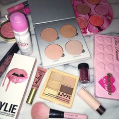 """Find and save images from the """"Makeup 👸🏽"""" collection by 'bumpin (foreignkurls) on We Heart It, your everyday app to get lost in what you love. Makeup Is Life, Makeup Goals, Makeup Inspo, All Things Beauty, Beauty Make Up, Beauty Stuff, Make Up Collection, Prom Makeup, Skin Makeup"""