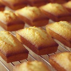 多めのアーモンドパウダーと焦がしバターを使って作るため、香ばしい味わいを楽しむことができます。