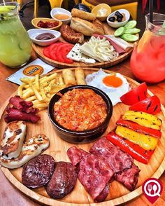 Brunch, Bagel Bar, Turkish Breakfast, Turkish Recipes, Istanbul, Dinner Table, Bon Appetit, Appetizers, Food And Drink