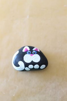 Where Your Treasure Is: How to Paint Cats on Rocks Painted Rock Animals, Painted Rocks Craft, Hand Painted Rocks, Painted Stones, Rock Painting Patterns, Rock Painting Ideas Easy, Rock Painting Designs, Pebble Painting, Pebble Art