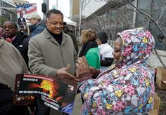 Rev. Jesse Jackson greets Cleveland voters waiting in line on Monday, the final day of early voting. | blogs.pjstar.com | Photo: Mark Duncan/ AP