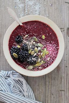 25 Ways to Try the Superfood Bowl Trend | http://hellonatural.co/25-superfood-bowl-recipes-for-any-meal/