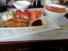 Chirachi, sushi, sashimi, crevettes fries