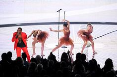 "Kanye West performing ""Runaway"" on the MTV VMA's"