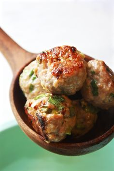 Thai Meatball 1.5 pounds lean ground pork 4 scallions, thinly sliced 1 tablespoon ginger, finely minced 2 cloves garlic, finely minced 1½ teaspoons fish sauce ½ teaspoon sriracha 1 teaspoon salt 2 tablespoons lime juice (1 - 2 limes) 1-2 tablespoons sweet chili sauce (for coating the meatballs once they are cooked)