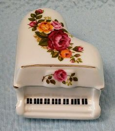 Vintage Cottage Rose Fine Bone China Footed Piano Trinket Box With Lid*