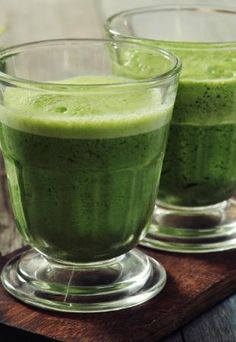 Committed detoxification diet regimen programs are temporary diet regimens. Detoxification diet plans are likewise advised for reducing weight. They function by providing your body numerous natural. Bebidas Detox, Smoothies Detox, Detox Drinks, Smoothie Diet, Green Drink Recipes, Food And Drink, Detoxification Diet, Vegan Detox, Diet Detox