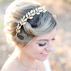 This crown looks so stunning in wedding photos!