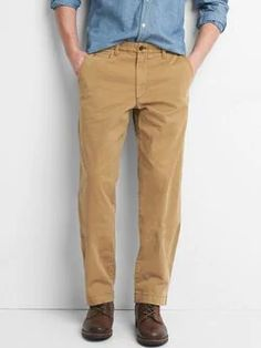 Kick it up a notch with men's pants from Gap. The pants for men that matter right now are all about ease and cool style. Gap Outfits, Casual Outfits, Gap Men, Vintage Men, Casual Wear, Khaki Pants, Men Pants, Perfect Fit, What To Wear