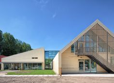 Rotterdam-based architects Kraaijvanger designed a barn-like building to house a nursery, classrooms and a gym for the American School of The Hague in Wassenaar. Timber Architecture, Museum Architecture, Architecture People, School Architecture, Architecture Design, School Building, Building A House, Rotterdam, Farm Shed