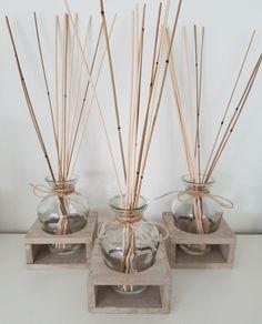Smellie Sticks Aromastokjes zijn perfect voor het gebruik in woon-,slaap-, badkamer, toilet en staan garant voor een lang aanhoudende prettige geur in uw hele huis.Zet de uit natuurlijk materiaal vervaardigde stokjes in de met aroma gevulde fles. Voor een optimale geurbeleving draai de stokjes eens per week om. (Was daarna de handen met water en zeep) De SmellieSticks geuren ongeveer 2 maanden. #smelliesticks#geurstokjes#geuren#lekker#leuk#om#te#geven#of#te#krijgen#smellies #ecologisch…