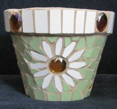 Small daisy flower pot  £12