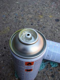 Cómo destapar la boquilla de un envase de aerosol  | eHow en Español