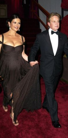 The Best Maternity Looks Ever On The Oscars Red Carpet - Catherine Zeta-Jones, 2003 from #InStyle