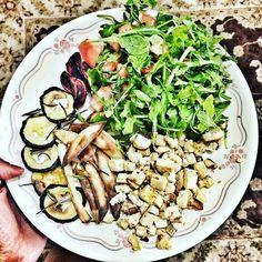 Our dinner: arugula and tomato salad; roast zucchini beets and potato with rosemary; and tofu! I wish tofu tastes like white chocolate  Nosso jantar: salada de rúcula e tomate; abobrinha beterraba e batata assadas com alecrim; e tofu! Meu sonho é que o tofu tenha gosto de chocolate branco!  by deborawolf http://ift.tt/1Z4P80K