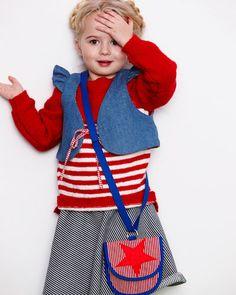 Sailor look - klassisk stribet sweater strikket i lækker Bonita uldgarn. Gratis opskrift finder du på stof2000.dk.
