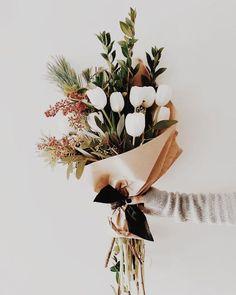 22 Ideas For Wedding Flowers Summer Bouquet Floral Arrangements My Flower, Fresh Flowers, Beautiful Flowers, Bunch Of Flowers, Bouquet Of Flowers, Boquette Flowers, Flower Wrap, Flower Ideas, Simply Beautiful