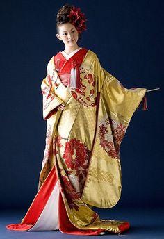 a bridal kimono Traditional Japanese Kimono, Traditional Dresses, Japanese Outfits, Japanese Fashion, Japanese Wedding Kimono, Japanese Costume, Kimono Japan, Kimono Pattern, Kimono Fabric
