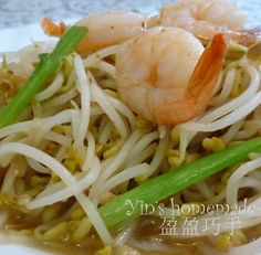This is a simple and quick recipe which can be ready in minutes. However, this inexpensive yet vitamin rich dish is commonly served in Chi. Prawn Stir Fry, Tofu Stir Fry, Stir Fry Recipes, Quick Recipes, Cooking Recipes, Stir Fry Bean Sprouts, How To Cook Prawns, Bean Sprout Recipes, Fried Shrimp