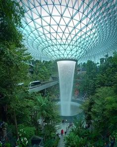 WOW what a water feature at Changi airport in Singapore Green Architecture, Futuristic Architecture, Amazing Architecture, Landscape Architecture, Singapore Architecture, Beautiful Photos Of Nature, Beautiful Places To Travel, Wonderful Places, Indoor Waterfall