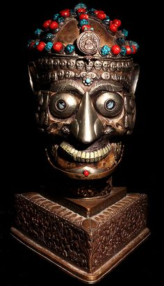 Дэвид Говард племенного искусства капалу с подставкой