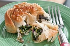 These delicious spinach, pine nut and ricotta filo pinwheels are simple to make with crisp filo pastry and a rich spinach, cheese and pine nut filling. Perfect for vegetarians, this recipe makes 4 pastry wheels. Serve them as a filling dinner or a hearty lunch alongside some new potatoes and other fresh greens. Ideal as party food or snacks to take on a picnic.