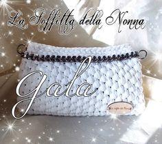 Vt. Pochette in fettuccia lavorata a mano ad uncinetto Handmade crocheted pouch