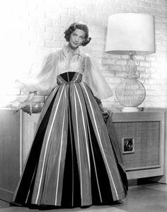"""Lauren Bacall - """"Designing Woman"""" (1957) - Costume designer : Helen Rose"""