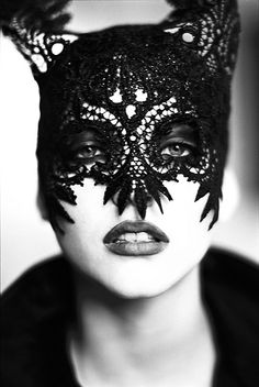 Ellen von Unwerth, Nadja Auermann, Black and white shoots Photos 1 - Lace Catwoman Masks pictures, photos, images Nadja Auermann, Ellen Von Unwerth, Philip Treacy, Milla Jovovich, Vogue Uk, Vogue Photo, Vogue Russia, Eva Green, Costumes