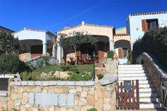 Budoni Sardegna - Vendesi a Tanaunella,frazione lato mare di Budoni, Villetta a schiera libera su tre lati con giardino fronte e retro.  SCARICA LA BROCHURE DAL NOSTRO SITO:http://www.orizzontecasasardegna.com/pdf/B-01VE145.pdf  .    Orizzonte Casa Sardegna  Via De Gasperi, 18 08020 Budoni ( OT ) 07841896716  3932364058 EMAIL:orizzontecasasardegna@gmail.com www.orizzontecasasardegna.com  #sardegna #immobiliare #vendita #agenzia #case #realestate