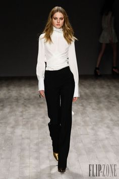 Jil Sander Navy Fall-winter 2014-2015 - Ready-to-Wear - http://www.flip-zone.net/fashion/ready-to-wear/fashion-houses-42/jil-sander-navy-4547