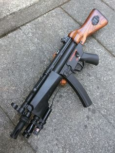 I know loading mags is pain, stop with diddly dang ads about speed loaders guys! Military Weapons, Weapons Guns, Guns And Ammo, Zombie Weapons, Assault Weapon, Assault Rifle, Heckler & Koch, Battle Rifle, Submachine Gun
