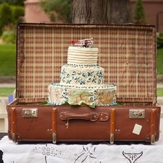 vintage travel theme | vintage travel themed wedding | weddinggawker