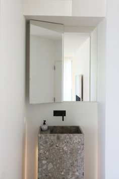 apartment M&P in Oostduinkerke Belgium by Rietveld projects - like the mirror solution