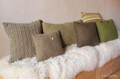 Alte Pullover werden zu kuscheligen Kissen - Upcycling zur Couchsaison.