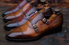 A distinguished coloration, of great taste and extraordinary richness of nuances. An example of timeless elegance.Sometimes, shoes loose their beauty under a layer of dirt and wear and tear. DSC will help you to rediscover the lost beauty of your...