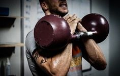 The Kettlebell Swing is an awesome way to improve muscular endurance & burn fat. Matt & Ross from aps Fitness tell us how to conquer the Kettlebell Swing. Kettlebell Training, Circuit Kettlebell, Kettlebell Swings, Kettlebell Challenge, Kettlebell Workouts For Men, Kettlebell Class, Beginner Workouts, Training Exercises, Circuit Training