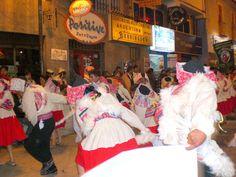 Concurso de comparsas en Puno donde participan representantes de las comunidades indigenas con motivo de la Fiesta de la Candelaria, patrona de las comunidades que rodean al Lago Titicaca - Peru