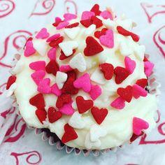 Happy Valentine's Day! #Celebrate #Love #ValentinesDay #Baking #Cupcakes #redvelvet #sorinkles #heartsprinkles #HomeMade #FunFoods #FoodPhotos #NYCFoodPhotographer #NYCPhotographer #AmyLeeStudiosNYC by amyleestudios