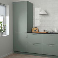 Best Modern Kitchen Design Ideas 2018 – Room Remodel Tips Kitchen Ikea, Green Kitchen Cabinets, Kitchen Cabinet Doors, New Kitchen, Ikea Cabinets, Ikea Kitchen Remodel, Eclectic Kitchen, Kitchen Layout, Rustic Kitchen