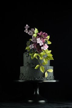 Black wedding cake with clematis sugarflowers - Cake by Lina Veber